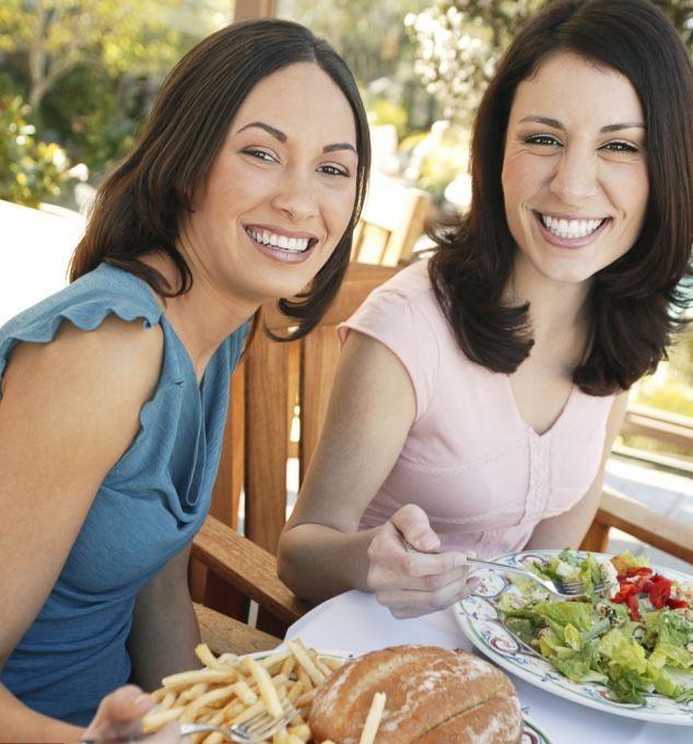 Le nostre abitudini alimentari sono influenzate da chi ci sta accanto