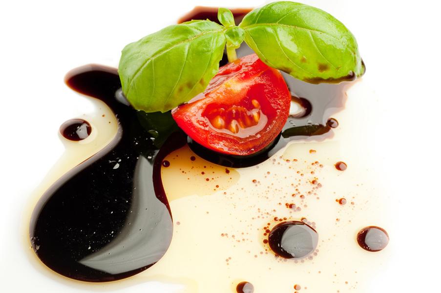 L'aceto balsamico viene usato per insapore molti piatti