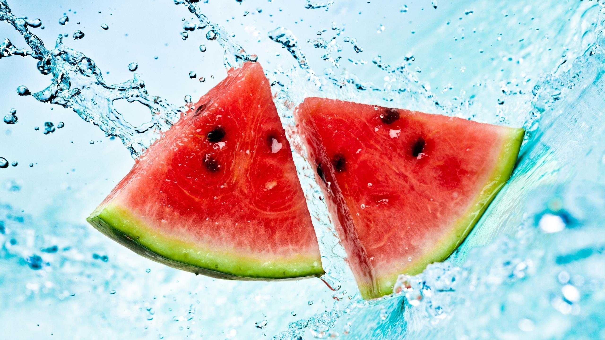 L'anguria contiene circa il 90% di acqua ed è un frutto molto dissetante
