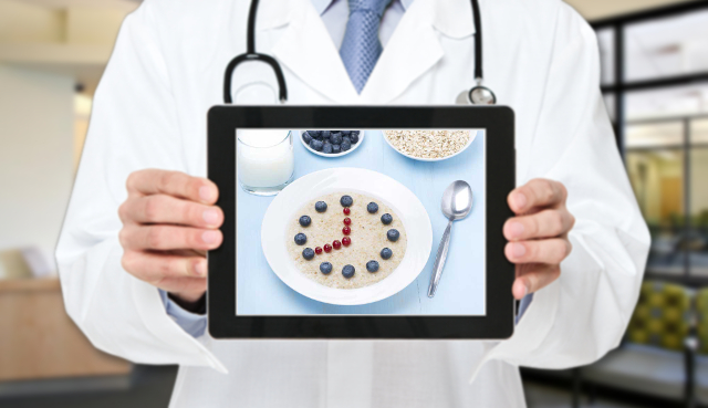 L'esperto risponde: mangiare prima, dopo o durante l'attività fisica?