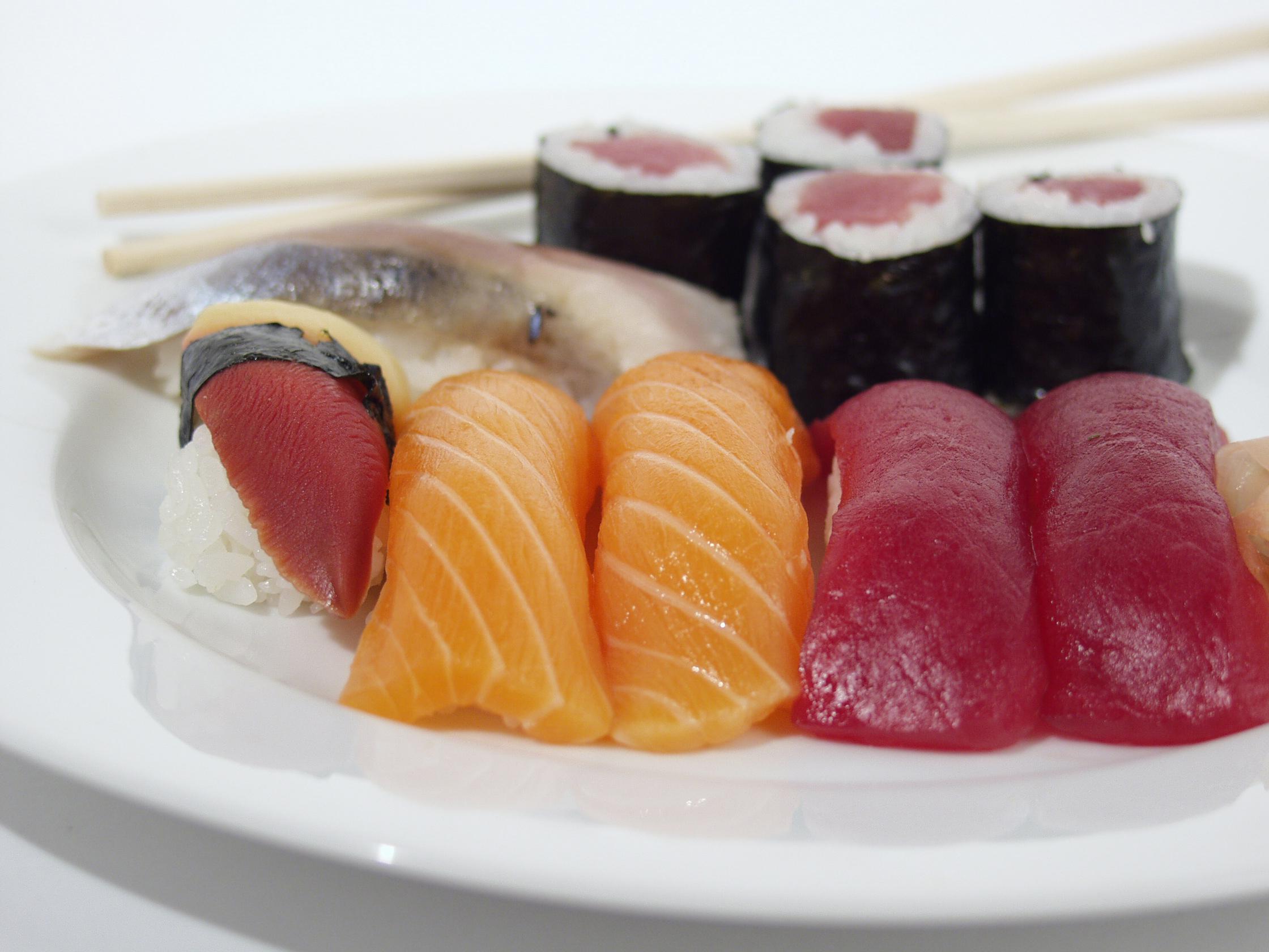 Il pesce crudo è uno dei cibi da evitare in gravidanza
