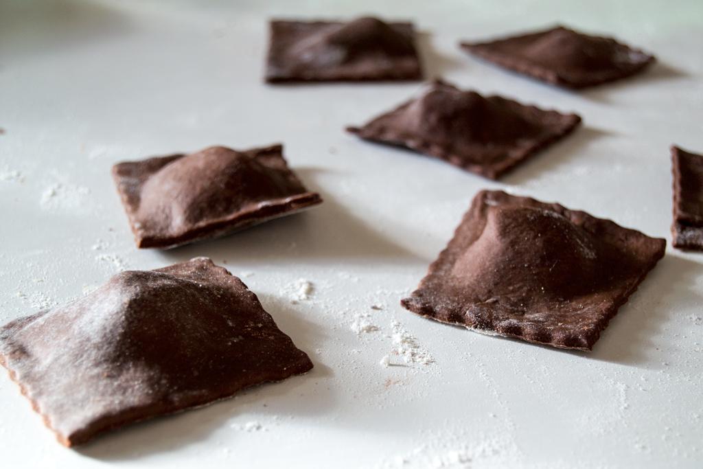 Ravioli salati al cacao