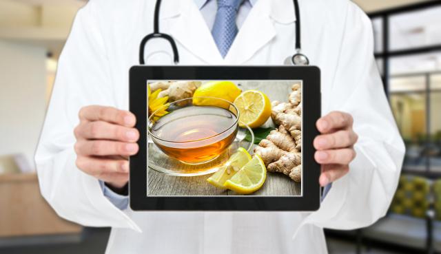L'esperto risponde: una tazza al giorno di acqua calda con limone, zenzero e sale fa male?