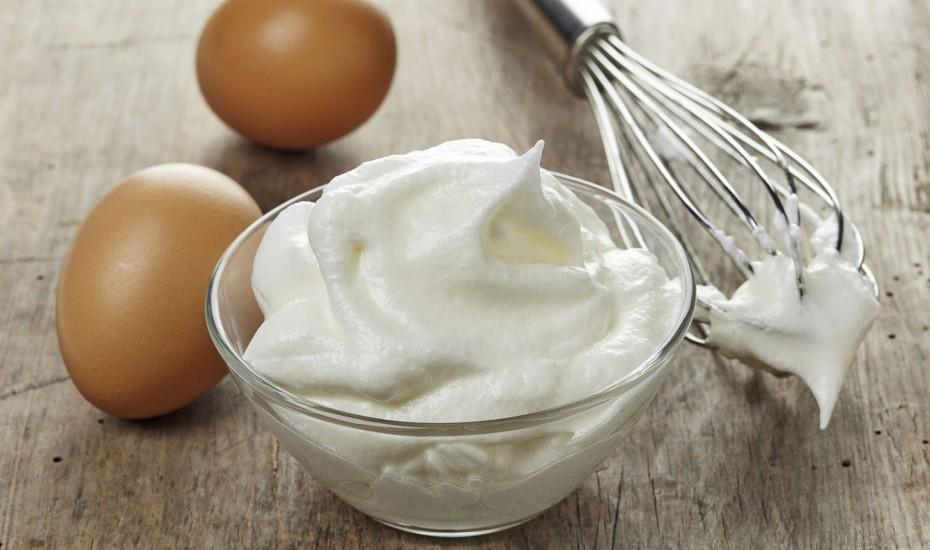 L'albume costituisce la parte più magra dell'uovo: è formato dal 90% di acqua e dal 10% circa di proteine, chiamate, per l'appunto, albumine.