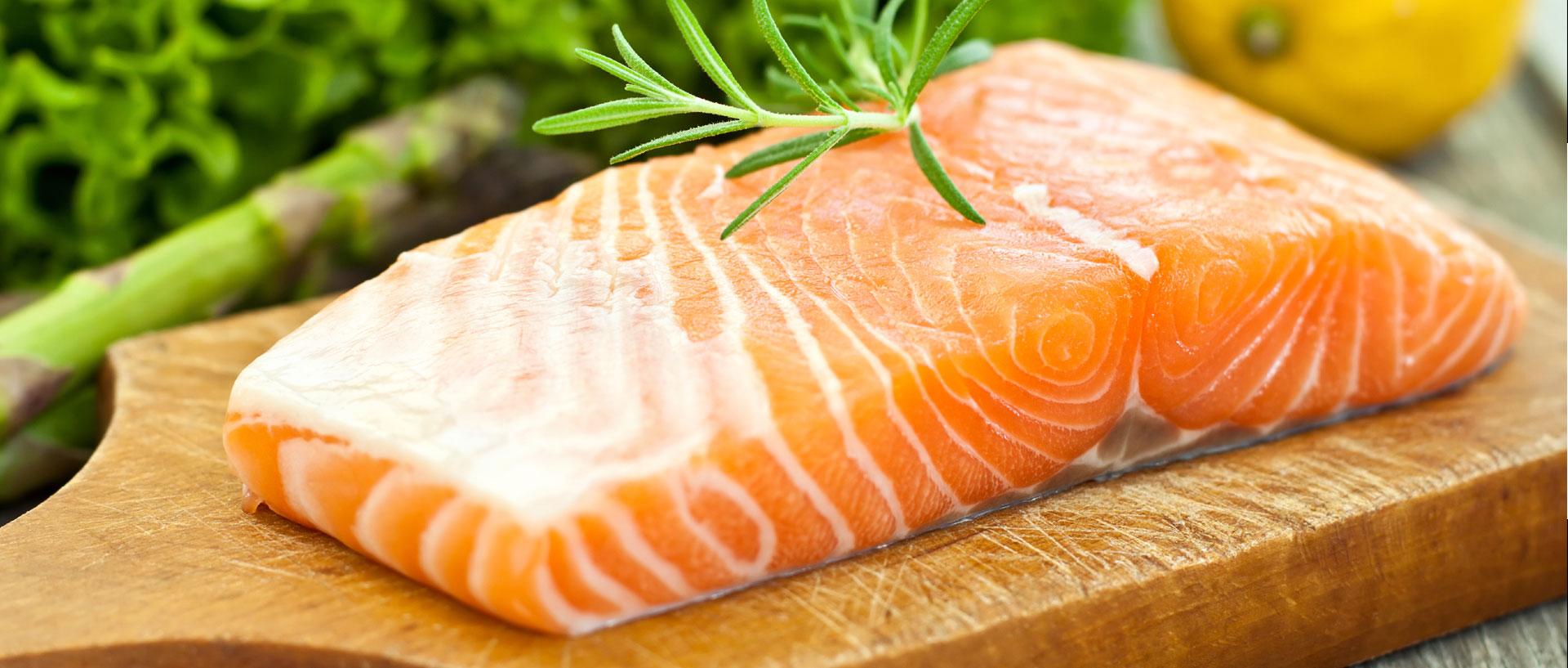 Il salmone fresco ci fa dono di omega 3, fosforo e vitamina B12, anch'essa indispensabile per il corretto funzionamento del sistema nervoso.