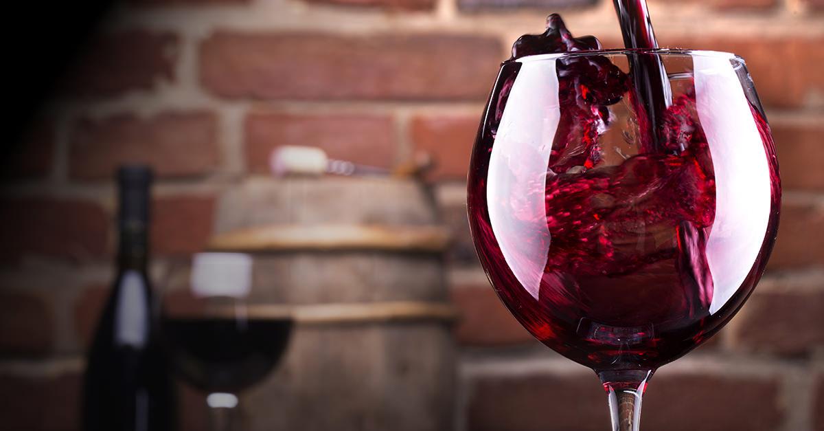 A San Martino ogni mosto diventa vino: l'11 di novembre è una festività cara a molti italiani (anche Giosuè Carducci si ispirò a questa data per un suo celebre componimento) e tradizione vuole che si aprano le botti per degustare il vino novello.