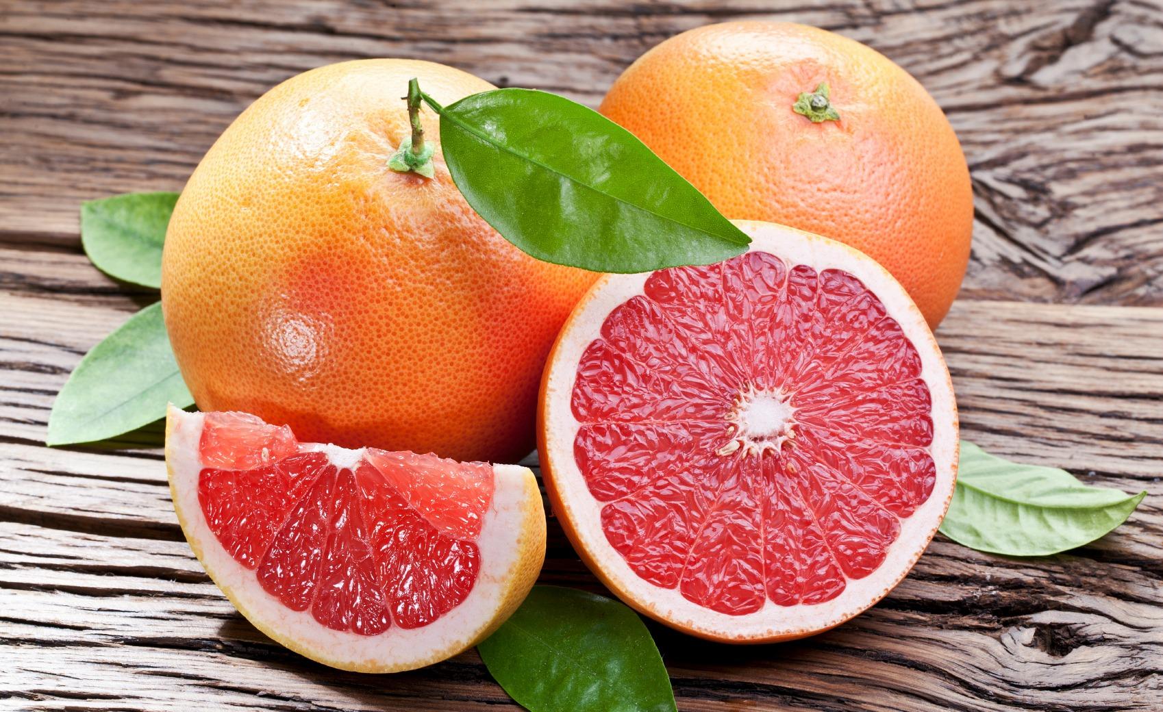 Il pompelmo è uno dei cibi che può millantare un elevato contenuto in vitamina C.