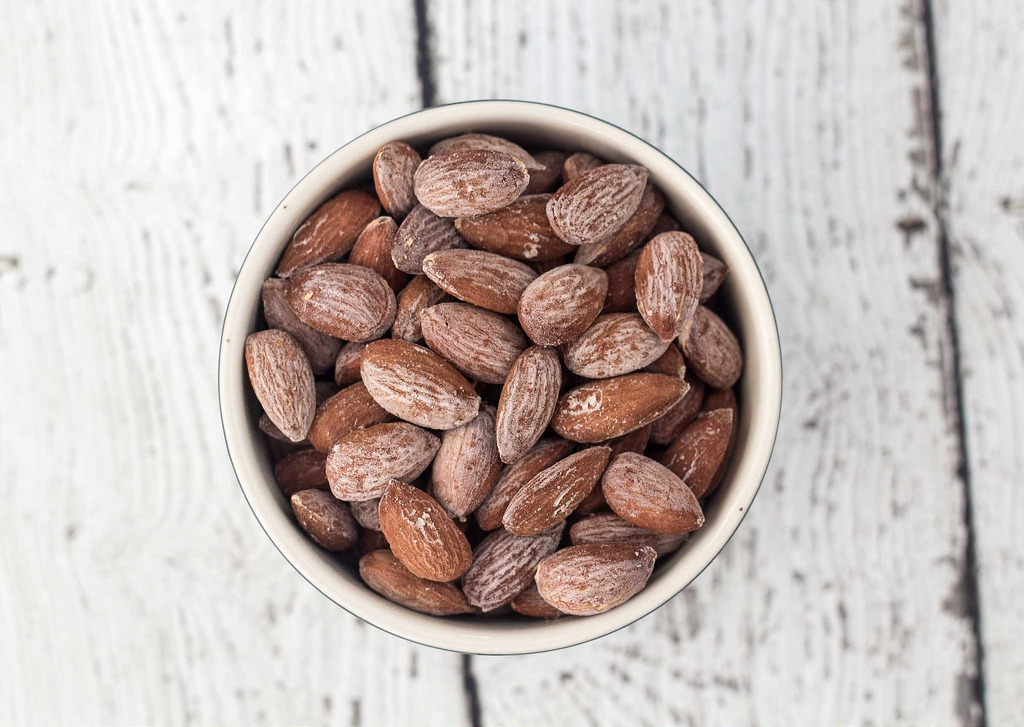 Tra i cibi che non possono sfuggire alla dieta dello sportivo, vi è la frutta secca: sana fonte di energia e generosa dispensatrice di sostanze riparatrici.