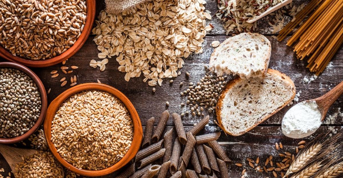 Che sia una porzione di pasta integrale, qualche fetta di pane o una razione di chicchi interi, l'importante è che nel pasto serale sfilino esponenti della categoria dei cereali: più si varia e meglio è!