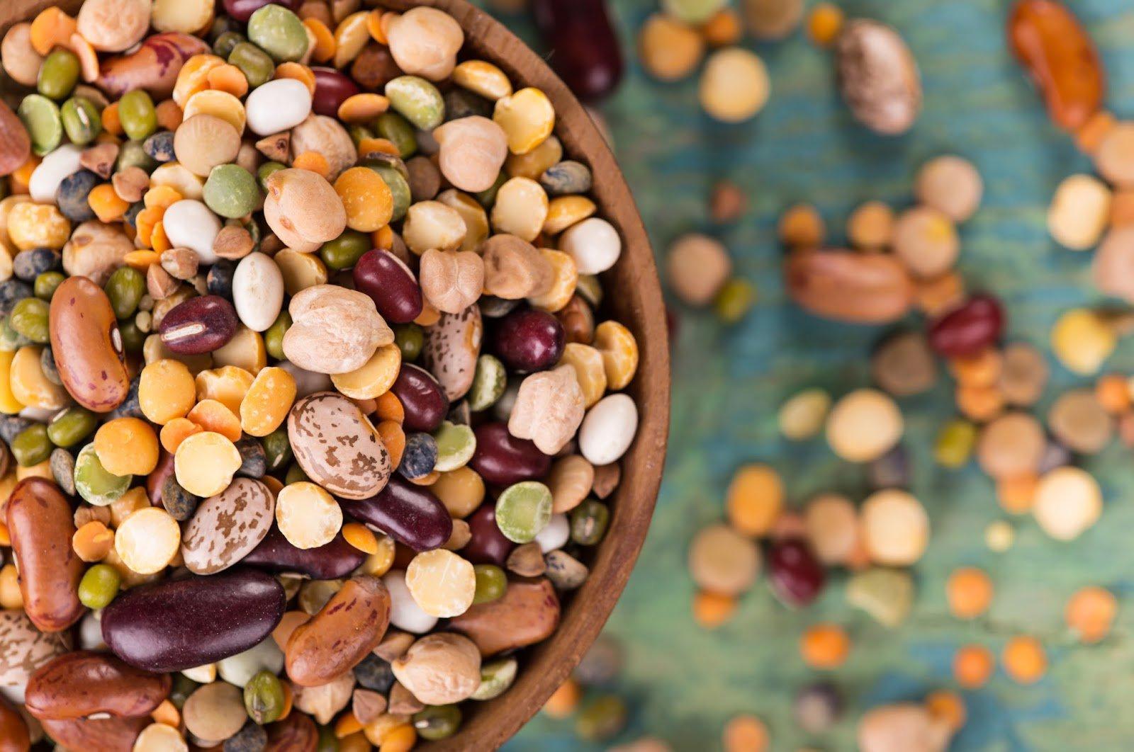 Tra i cibi che non possono mancare a cena almeno 2-3 volte a settimana vi sono i legumi: ideali in calde zuppe invernali o in colorate insalate estive!