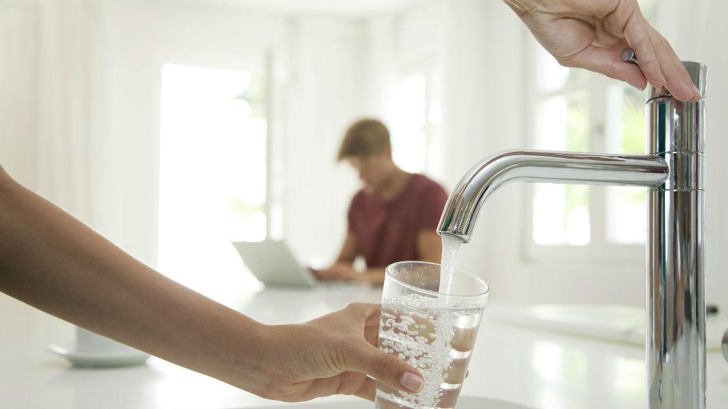 L'acqua di rubinetto è sicura e non necessita di essere ulteriormente filtrata o addolcita: per ogni dubbio circa la sua adeguatezza, dati delle analisi alla mano, si può sempre richiedere il parere del proprio medico di fiducia.