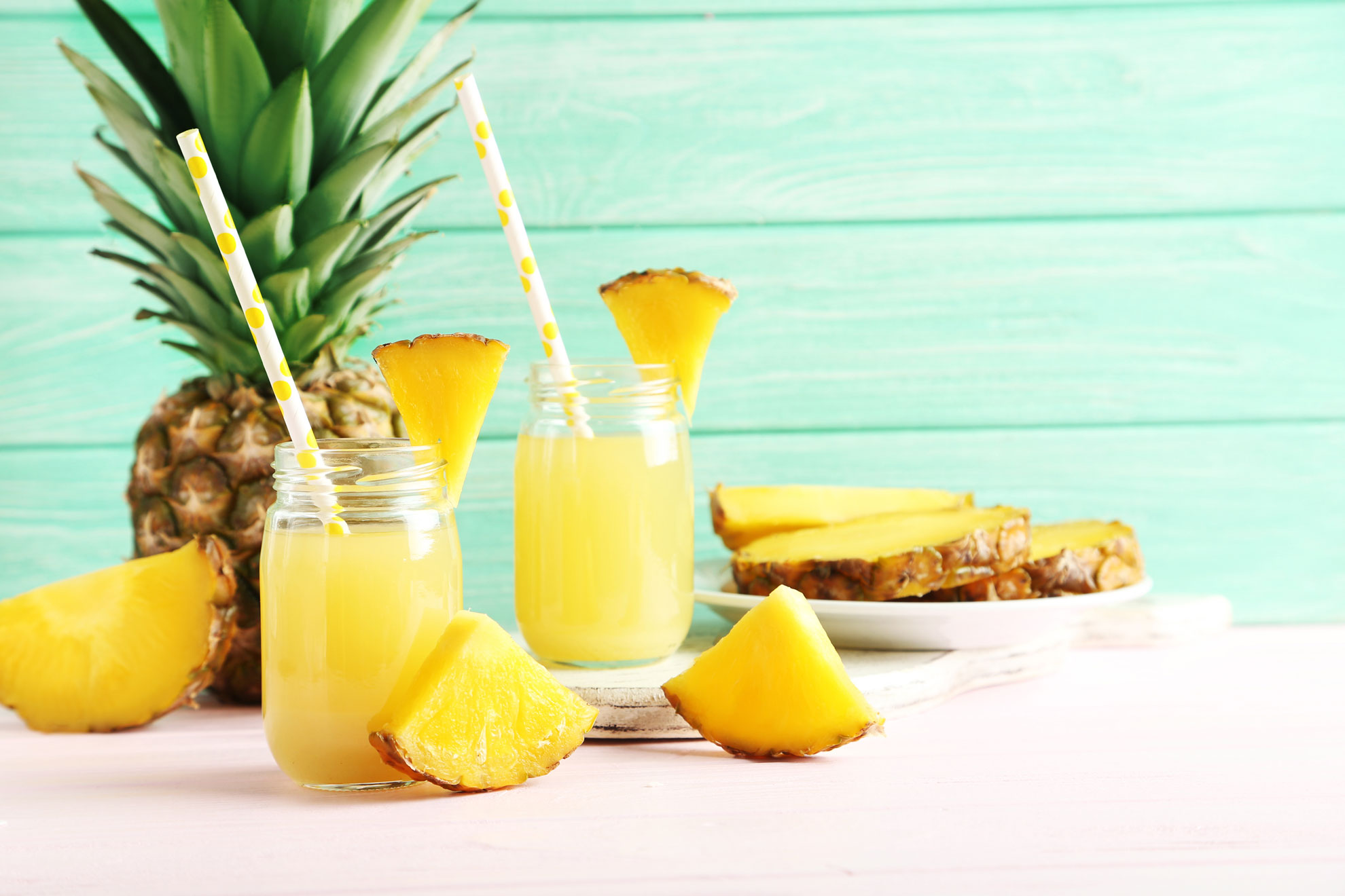 L'ananas fornisce solo 40 kcal per 100g, ecco perché viene spesso consigliata nelle diete dimagranti.