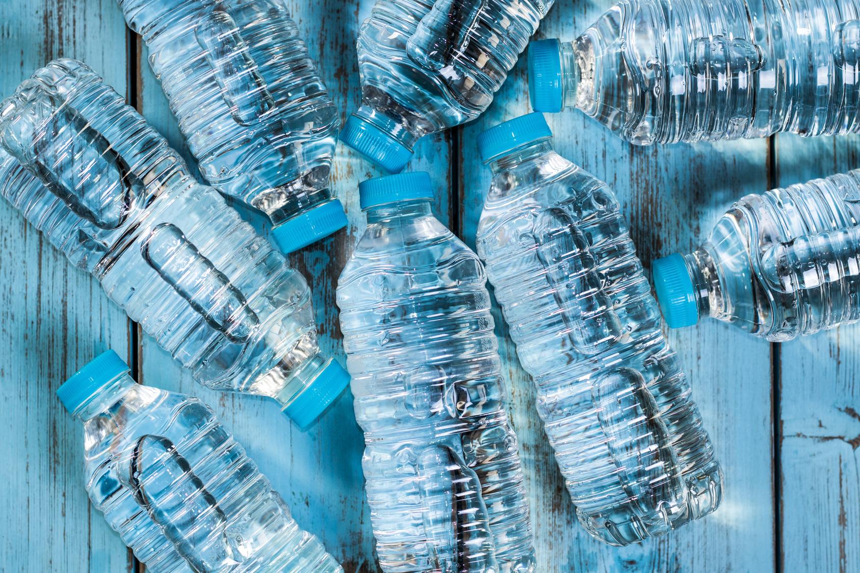 Ogni anno l'Unione produce 25 milioni di tonnellate di rifiuti di plastica, ma solo il 30% è raccolto e riciclato!