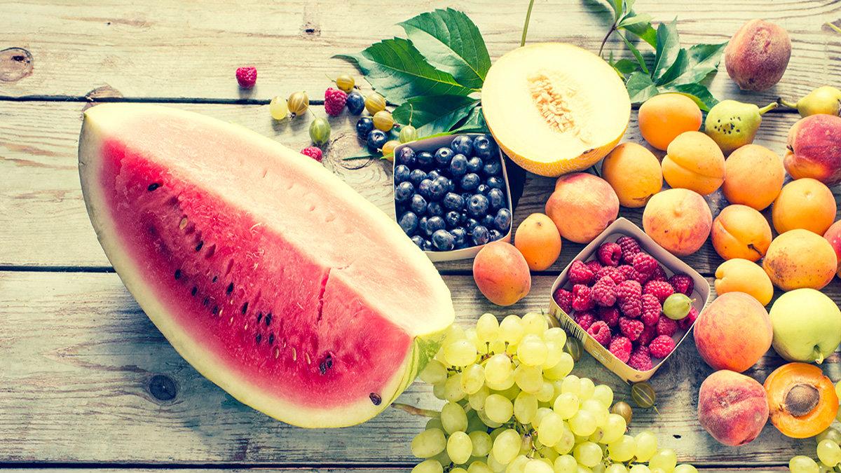 In vacanza dovremmo cercare di proseguire le buone abitudini alimentari acquisite: per fortuna caldo e sole ci invitano a bere in abbondanza e consumare frutta e verdura!