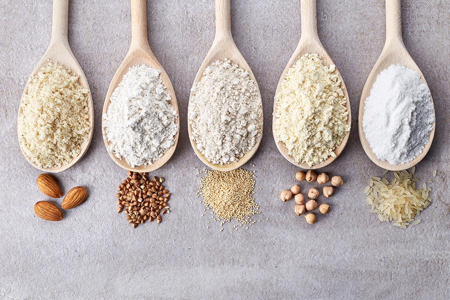 L'unica terapia disponibile per la celiachia è la dieta senza glutine: numerosi alimenti sono naturalmente privi di questa proteina e possono assicurare una dieta varia e sana.