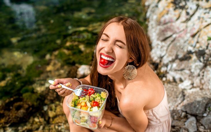 Un'alimentazione sana ed equilibrata difende non solo il nostro corpo, ma anche la nostra felicità.