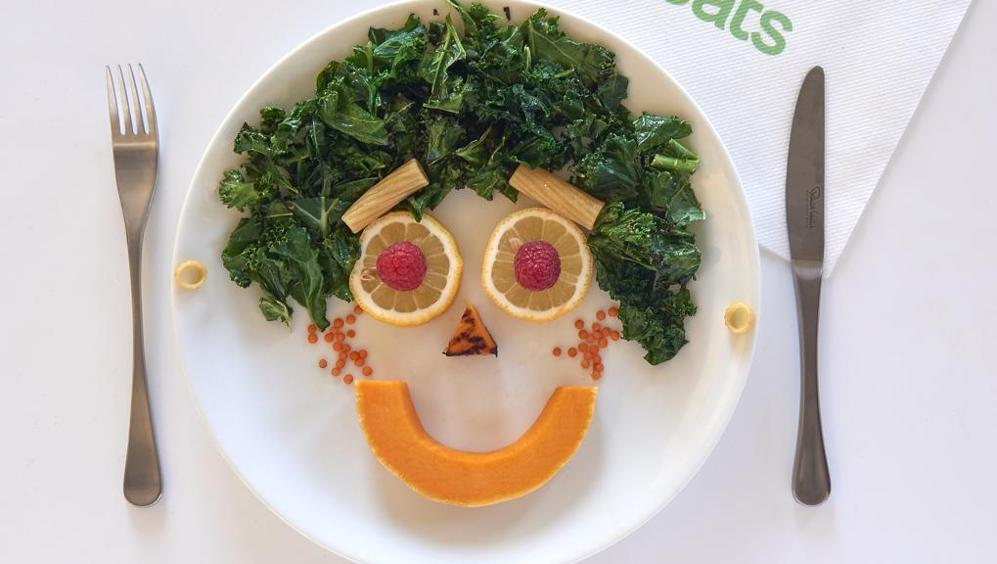 Mangiare abitualmente frutta e verdura fa bene al benessere psicologico: la felicità passa anche dalla tavola!