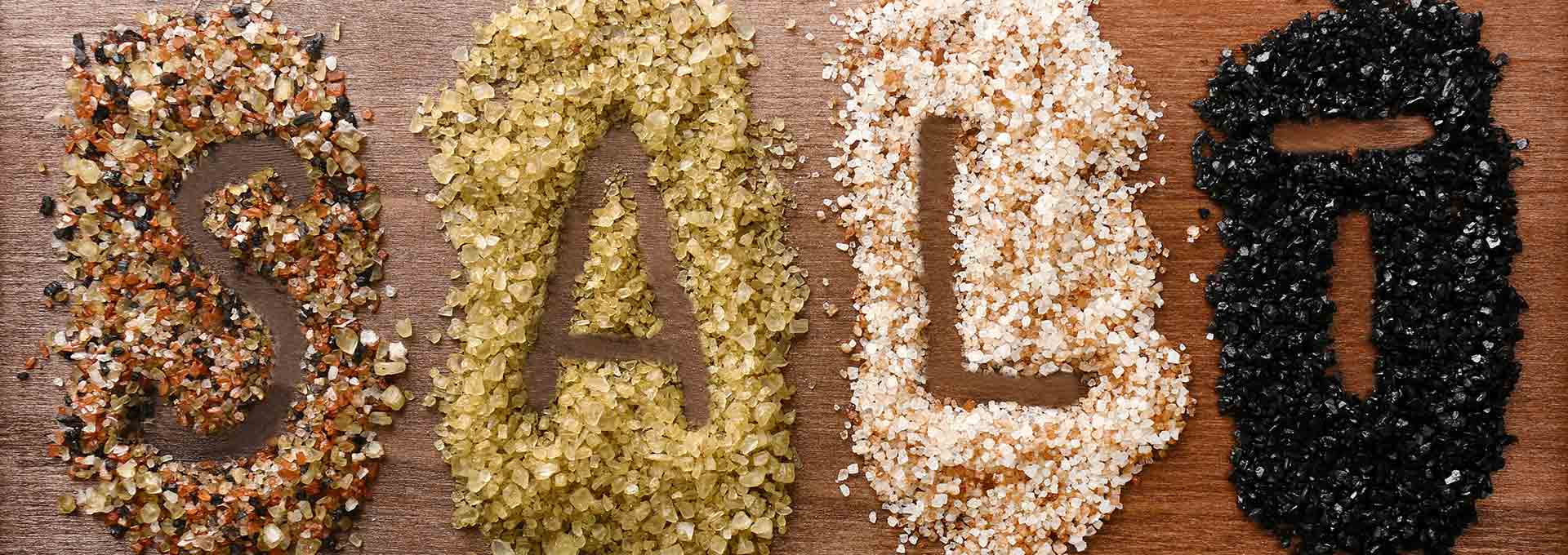 Al di là dei colori, il sale resta sale: ogni giorno in Italia introduciamo mediamente più del doppio del sale necessario per far funzionare correttamente il nostro corpo.